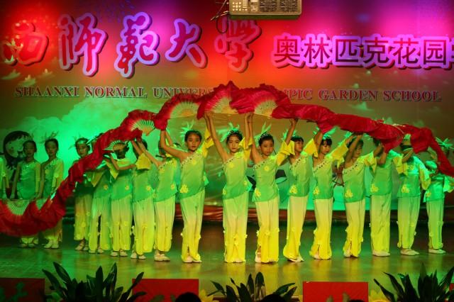 小学部举行 童年欢乐颂 人人展风采 庆六一文艺汇演